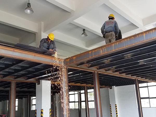 钢平台施工中